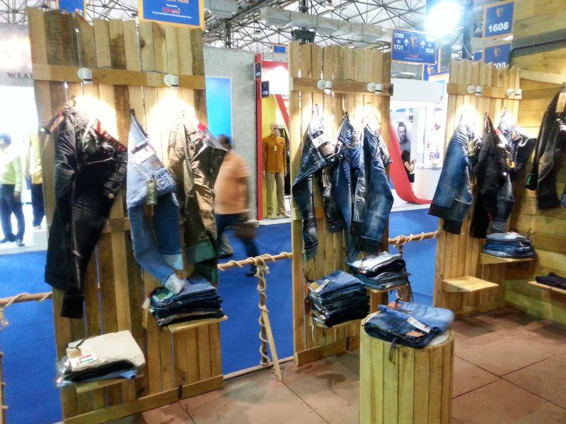 Exhibition stall design mumbai for Interior decoration exhibition mumbai